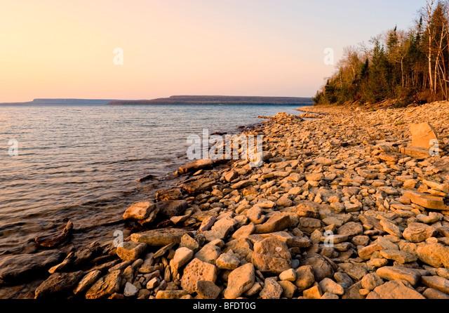 Cobble Beach with Niagara Escarpment in background, Georgian Bay near Hope Bay, Ontario, Canada - Stock Image