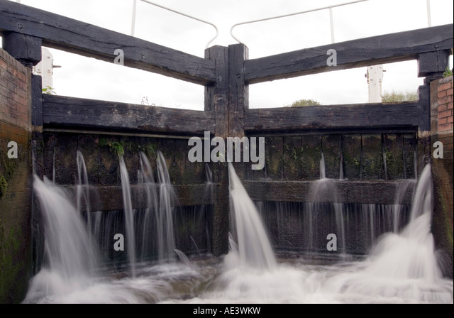 Leaking canal lock gates on the Kennet and Avon canal, Wiltshire UK GB - Stock Image