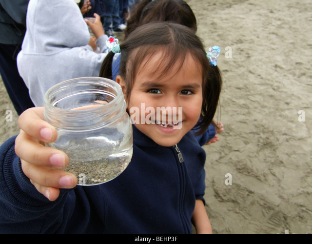 Girl showing jar on field trip - Stock-Bilder