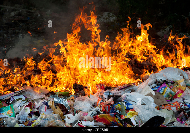Burning household waste in the indian countryside - Stock Image