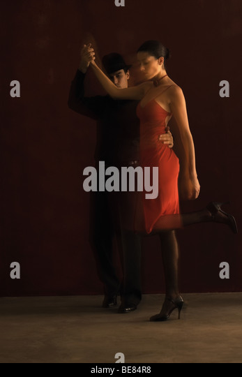Couple tango dancing, side view, blurred motion - Stock Image