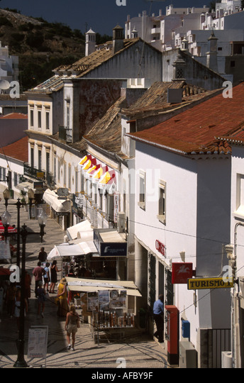 Portugal Algarve Albufiera Rua 5 de Outubro granite stone pedestrian promenade souvenir vendors shops - Stock Image