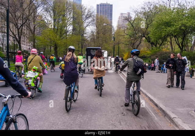 New York, NY 21 April 2008 - Members of the Environmental Advocacy group, Times-Up, Earth Day bicycle ride to promote - Stock Image