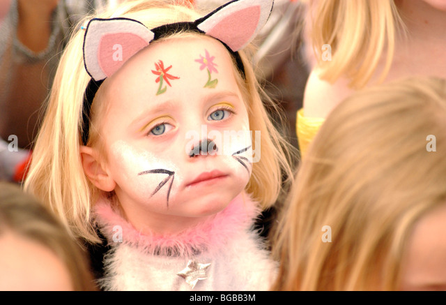 Photograph of young girl party entertainment face paint birthday bored and unhappy. - Stock-Bilder