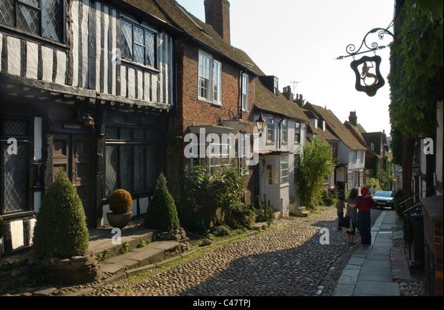Mermaid Street, Rye, Sussex Uk. Mermaid Inn on left with Inn sign.  HOMER SYKES - Stock Image