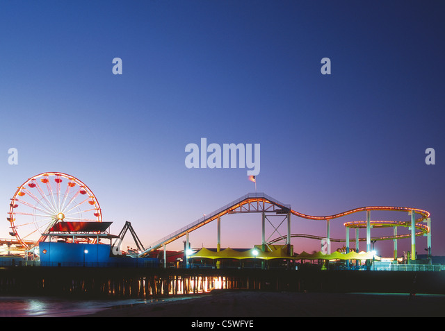 USA, California, Los Angeles, View of amusement park on the beach at evening - Stock-Bilder