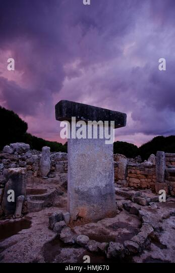 Recinto de taula. poblado talayòtico de torralba d En Salord. 1000 b. C. (2011)Minorca, Balearic islands. Spain. - Stock Image