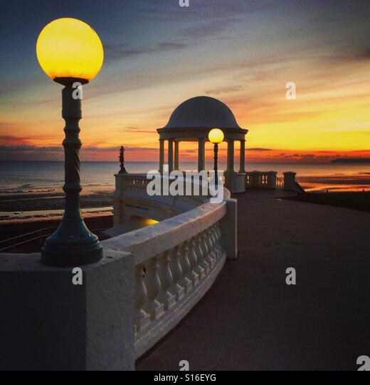 Seafront at Bexhill on sea, Sussex UK at dusk - Stock-Bilder