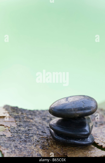 Pile of stones on wet bark - Stock-Bilder