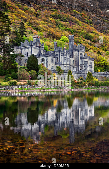 Kylemore Abbey reflected in the lake. Co Galway, Ireland. - Stock-Bilder