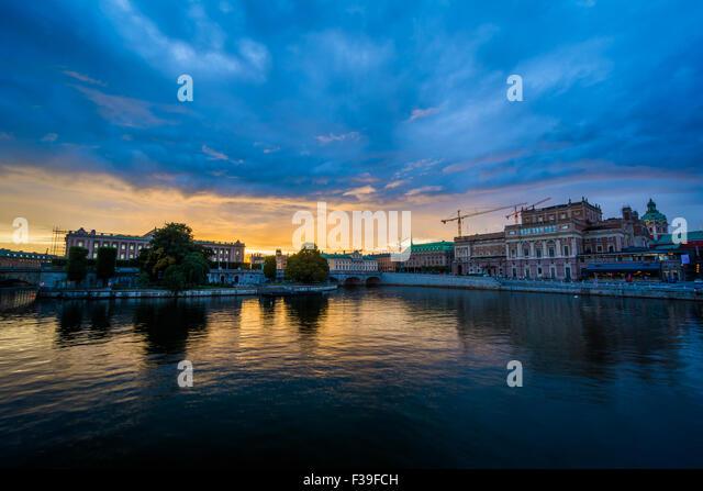 Sunset over Helgeandsholmen and Norrmalm, in Stockholm, Sweden. - Stock Image