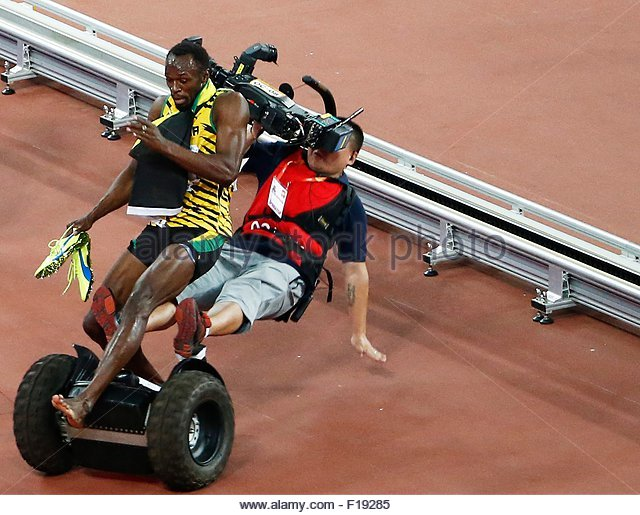 epa04900552 A Tv cameraman drives into Usain Bolt of Jamaica after the men's 200m final during the Beijing 2015 - Stock Image