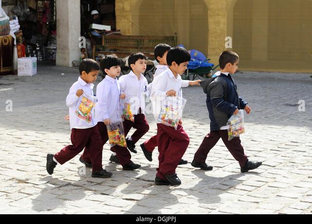 School children wearing school uniforms, Doha, Qatar, Arabian Peninsula, Persian Gulf, Middle East, Asia - Stock-Bilder