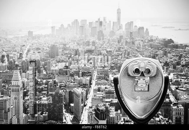Binoculars over Manhattan Skyline, New York City, USA. - Stock-Bilder