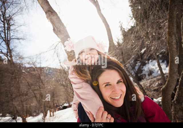 USA, Utah, Highland, Young woman carrying her daughter (2-3) on shoulders - Stock-Bilder