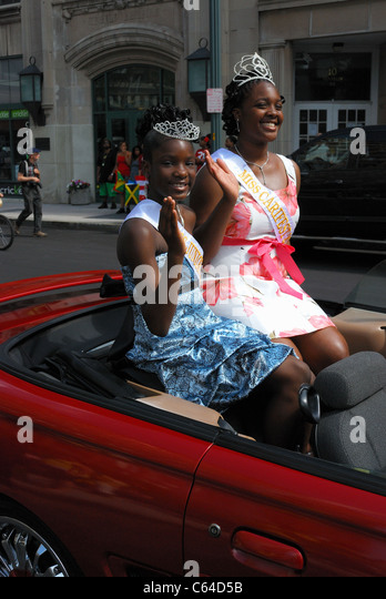 The queen of the Carifest 2011 parade and friend. - Stock-Bilder