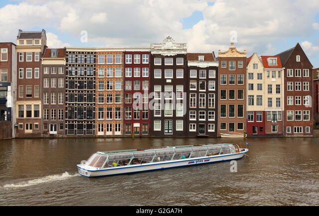 Amsterdam architecture, view from the Damrak looking East, The dancing canal or grachtenhuizen - Stock-Bilder