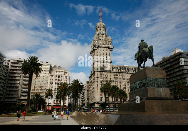 Plaza Independencia, the main city square in the old town, Montevideo, Uruguay. - Stock Image