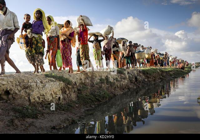 Cox's Bazar, Bangladesh. 9th October, 2017. Hundreds of Rohingya people crossing Bangladesh's border as - Stock Image