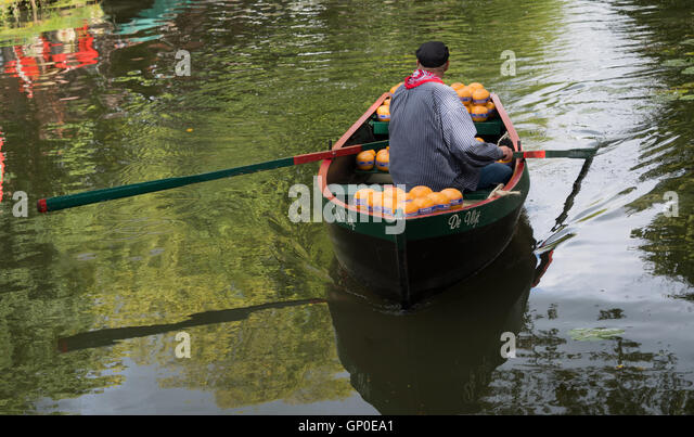 Cheese delivery by boat, Edam cheese market, Edam, Netherlands - Stock Image
