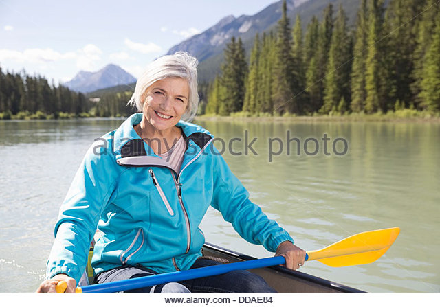Portrait of mature woman canoeing - Stock Image