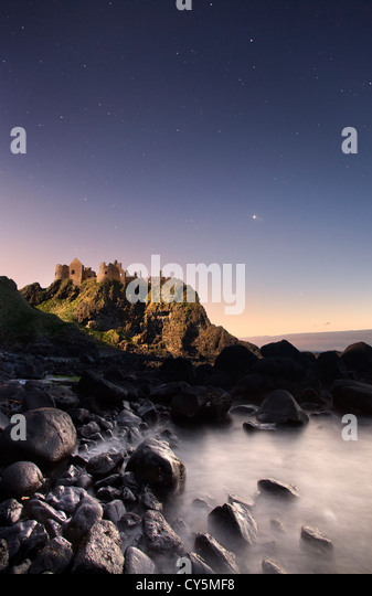 Dunluce Castle captured at night under moonlight. - Stock-Bilder