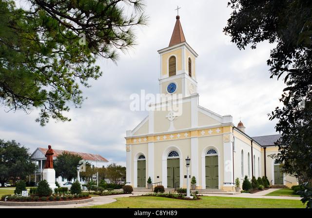 Saint Martin of Tours Roman Catholic Church in the historic old town of St Martinville, Cajun country, Lousiana, - Stock-Bilder
