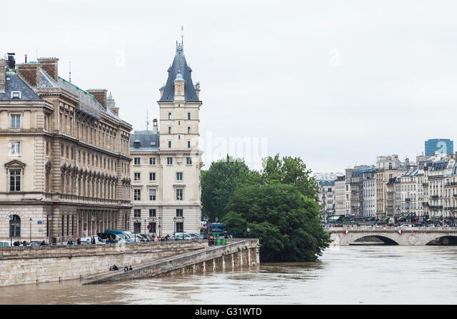 Flood in Paris, quai des Orfevres, pont St. Michel 2016 - Stock Image
