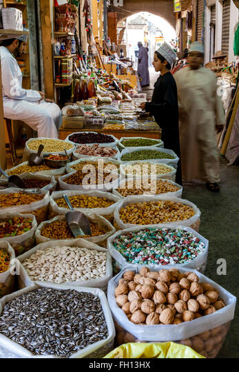 Various Nuts and Snacks For Sale In The Nizwa Souk, Nizwa, Ad Dakhiliyah Region, Oman - Stock-Bilder