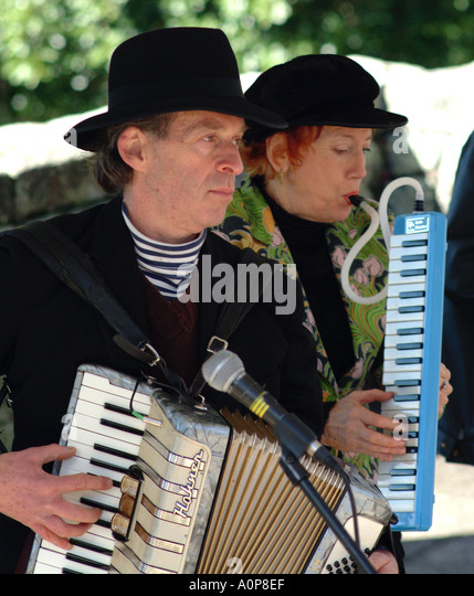Accordian player playing jazz in the park - Stock-Bilder