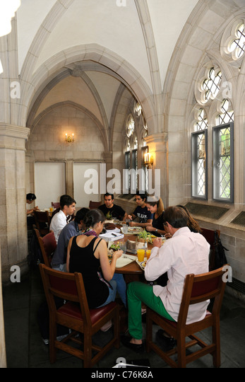 Foreign students eating at Calhoun Residential College at Yale University Summer School. - Stock Image