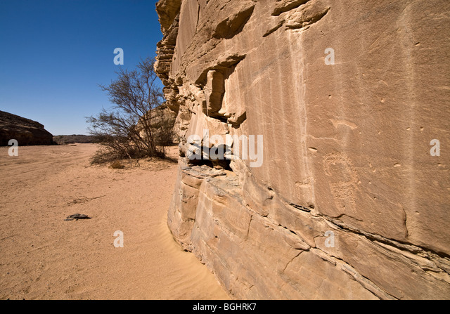 Wadi floor showing  rock face and ancient Rock-Art  in the Eastern Desert of Egypt. - Stock Image