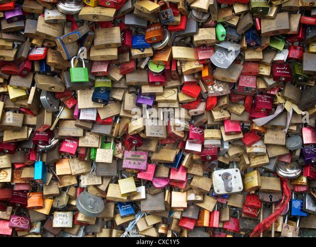 Padlocks symbolizing relationships on the Hohenzollernbrucke railway bridge in Cologne, Germany - Stock Image