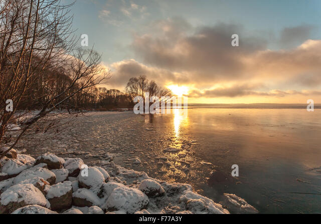 Pereslavl-Zalessky, Russia - November 26, 2015: November evening overlooking Pleshcheevo lake. - Stock Image