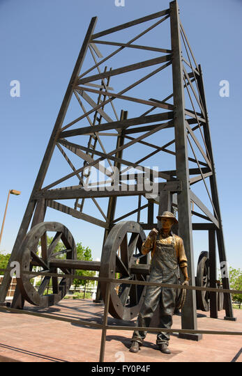 Oilworker Monument, one of largest bronze sculptures in US, by sculptor Benjamin Victor stands in center of Taft, - Stock Image