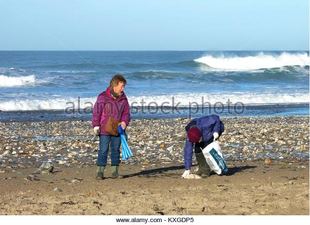 Porthtowan Cornwall, UK. 10th Jan, 2018. Two local women spend some time to help clear Porthtowan beach, Cornwall, - Stock Image