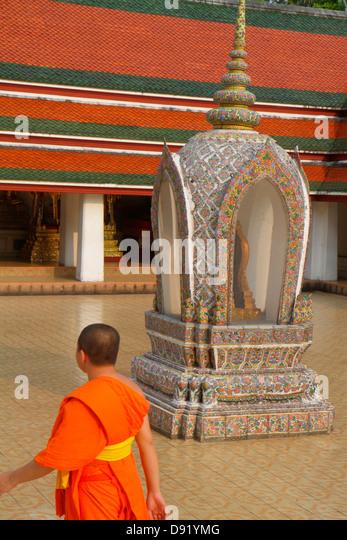 Bangkok Thailand Pom Prap Sattru Phai Wat Saket Ratcha Wora Maha Wihan Buddhist temple Asian man monks robe kasaya - Stock Image