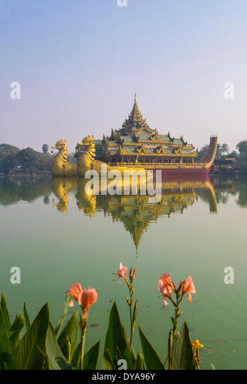 Myanmar Burma Asia Paya Yangon Rangoon Kandawgyi Floating architecture colourful famous flowers image lake reflection - Stock-Bilder