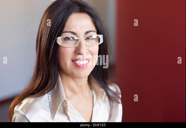 Portrait of brunette businesswoman wearing glasses - Stock-Bilder