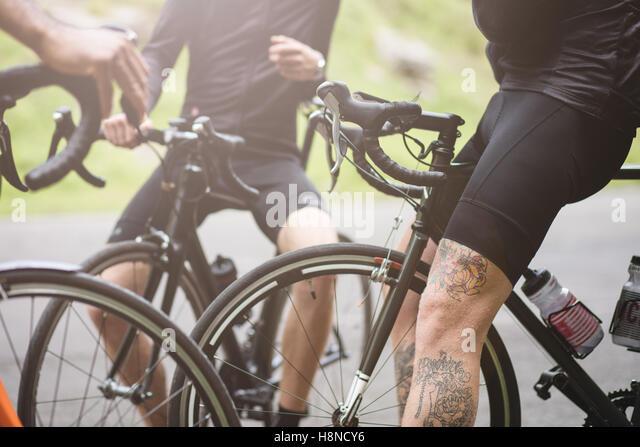 Detail of three cyclists taking a break in Cheddar George - Stock-Bilder
