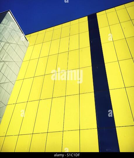 Funky building and complimentary colours - Stock-Bilder