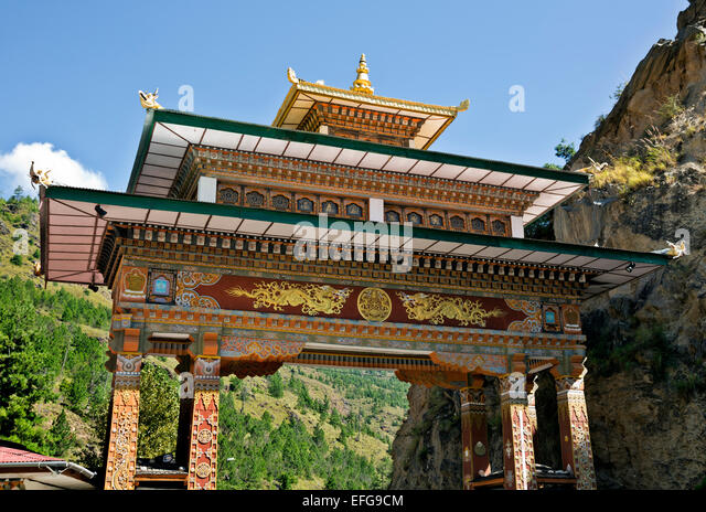 BHUTAN - Ornate archway welcoming visitors to the Land of the Thunder Dragon at Chhuzon, Confluence of Paro and - Stock Image