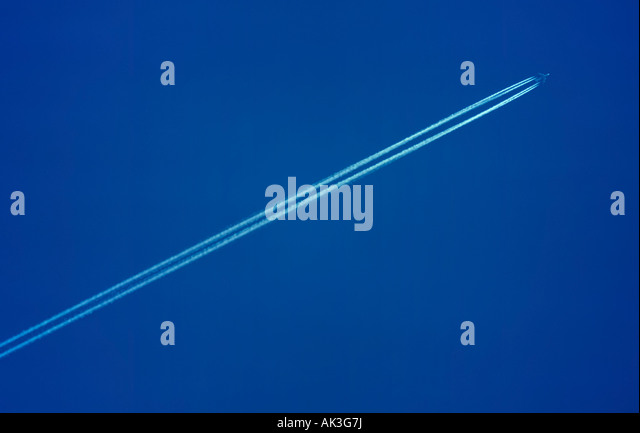 Condensation trail of a Boing 747 Jumbo Jet andd blue sky - Stock Image