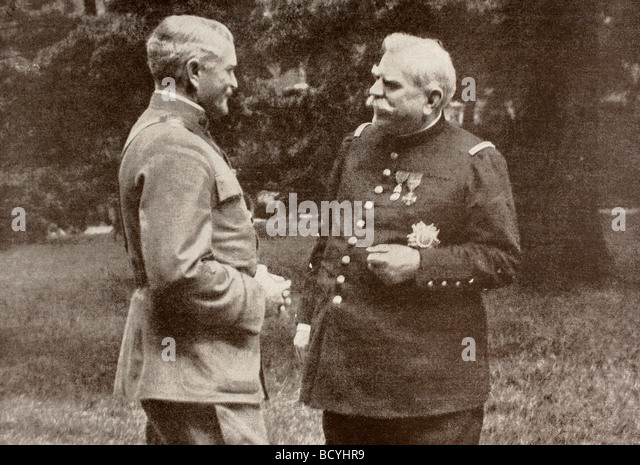 American General Pershing and French General Joffre speaking in 1917. - Stock Image