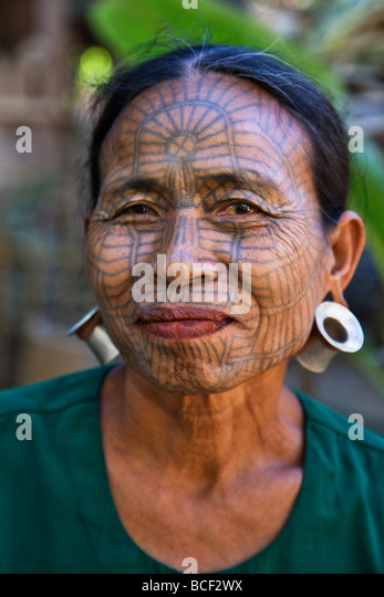 Myanmar, Chin State, Kyi Chaung Village. A Chin woman with tattooed face. It was customary for girls to be tattooed - Stock-Bilder