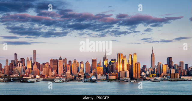 Midtown Manhattan Skyscrapers Reflecting Light at Sunset. New York City panoramic aerial view across the Hudson - Stock Image