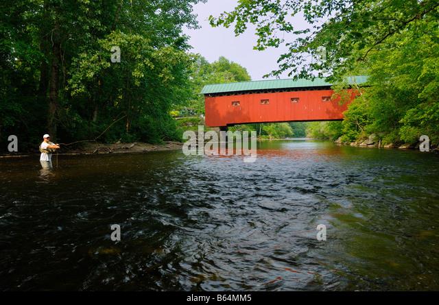 Flyfishing Battenkill river Covered Bridge Road Vermont - Stock-Bilder