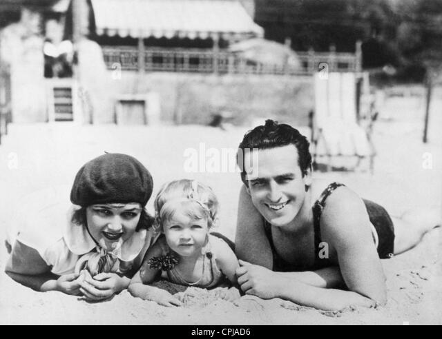 Harold Lloyd and his family, 1928 - Stock Image