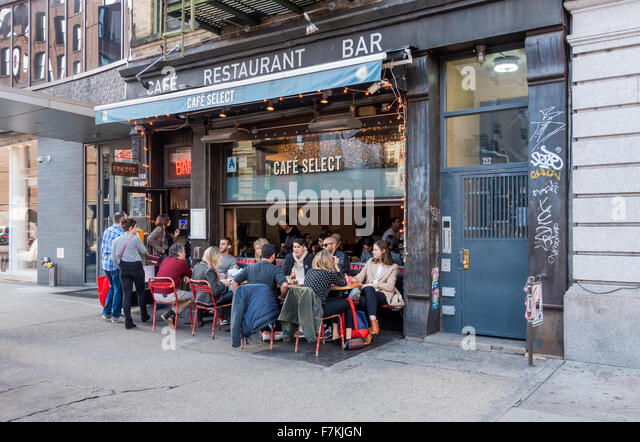 Alfresco dining at Cafe Select in Soho in New York City - Stock Image
