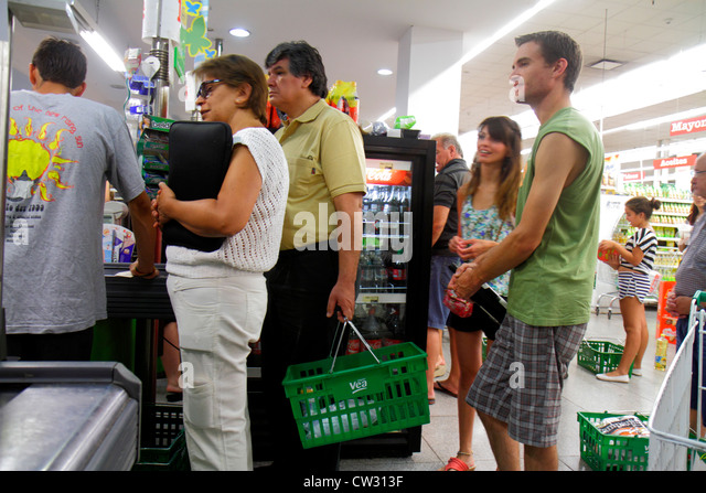 Mendoza Argentina Villa Nueva Mendoza Plaza Shopping grocery store supermarket business shopping checkout cashier - Stock Image